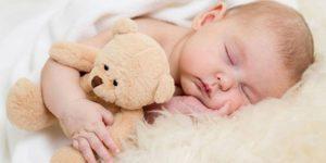 Trẻ không ngủ ngoan có thể do sai lầm này từ ba mẹ