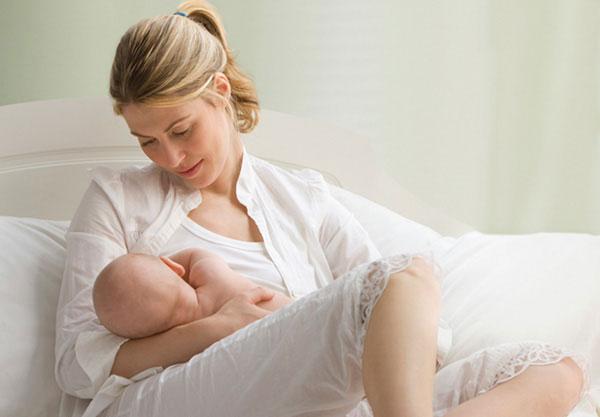 cho trẻ bú ngủ có thể tạo thành thói quen xấu cho bé