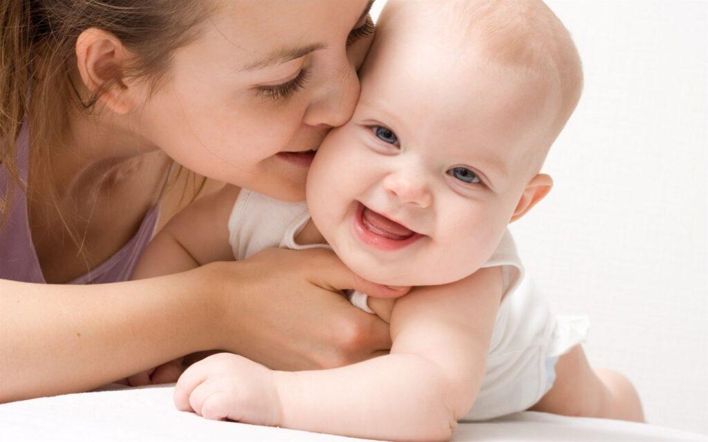 Có nên hôn trẻ sơ sinh? - Talkie