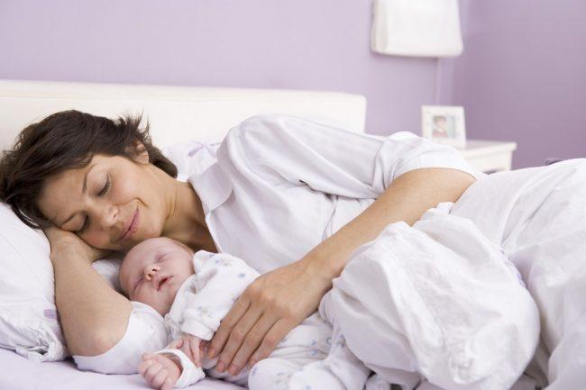 Sau khi sinh mổ, nằm nghiêng là tư thế thích hợp nhất