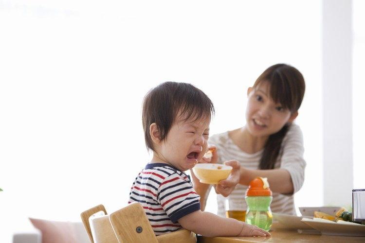 Ép con ăn ảnh hưởng đến hệ tiêu hóa của trẻ sau này