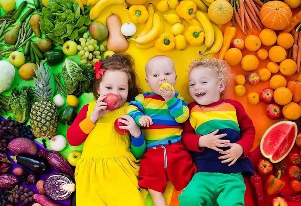 Hoa quả chứa rất nhiều chất chống oxy hóa giúp tăng cường sức khỏe cho trẻ mới ốm dậy.