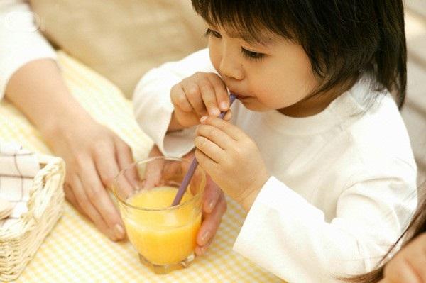 6 sai lầm của mẹ khi cho con uống nước ép trái cây – Cẩm nang Bibo ...